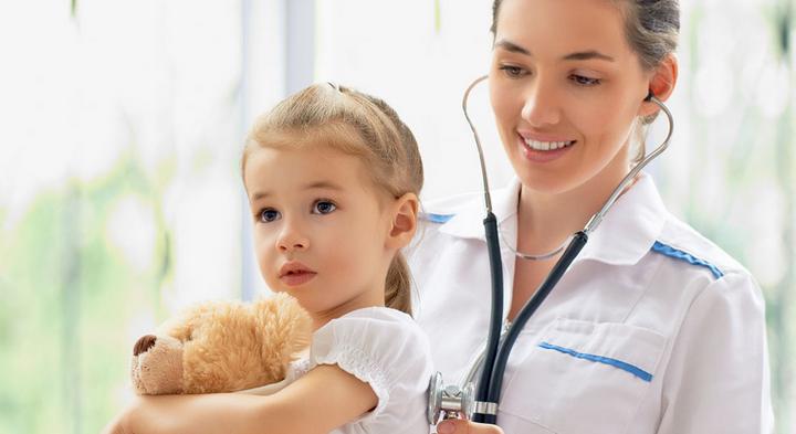 美国从小教孩子尊重医护,看病时要先问好