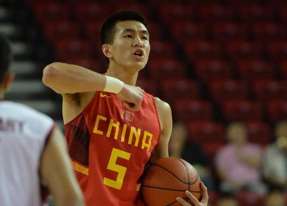 中国男篮热身赛 75比70击败法国男篮