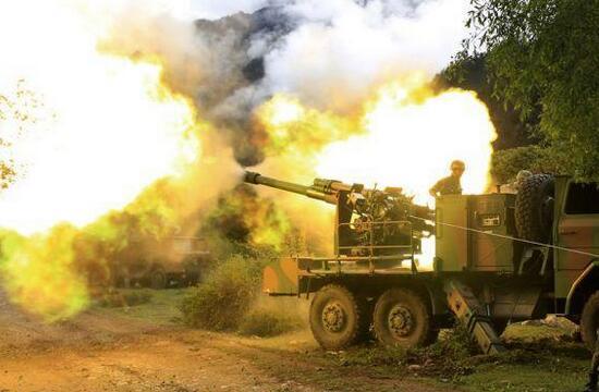 西藏军区卡车炮群山地怒射