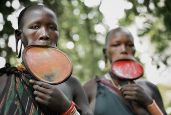 摄影师拍埃塞俄比亚原始部落生活景象