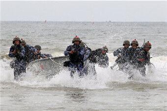 中国海军陆战队南海演练快速登陆抢滩