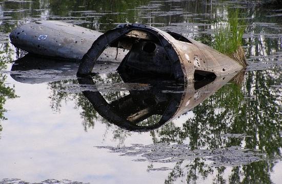 废弃B-29轰炸机泡在湖里60年