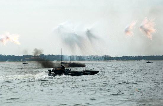 海军陆战队在南海进行登陆演练