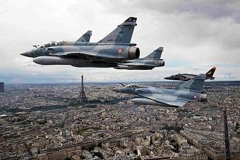 法国巴黎盛大阅兵式庆祝国庆日