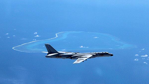 空军曝光轰6K巡航岛礁照片
