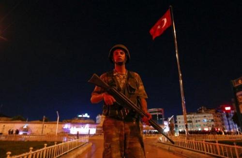 社评:土耳其军人政变落败意义深远