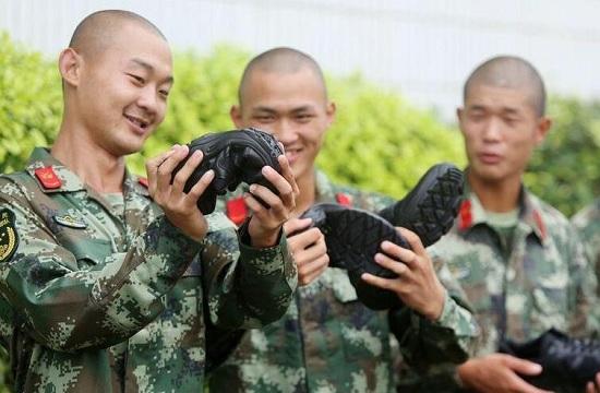 武警部队换发新07式作训鞋