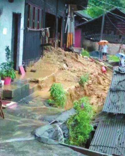 湖南山洪冲垮民房淹埋铁路 未造成人员伤亡