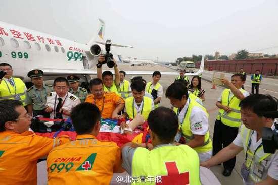 中国赴南苏丹维和步兵营两名遇袭战士回国治疗