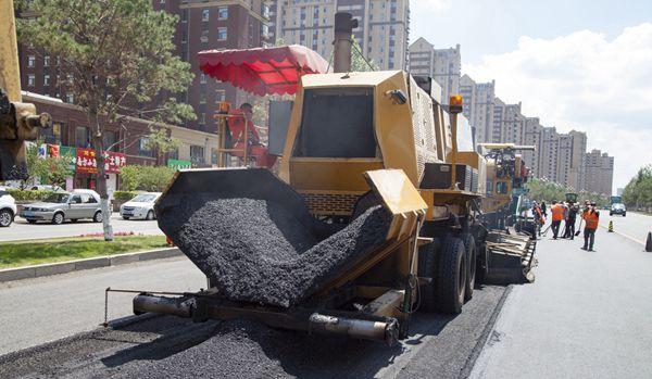沥青道路再生列车亮相吉林 废物利用环保又高效