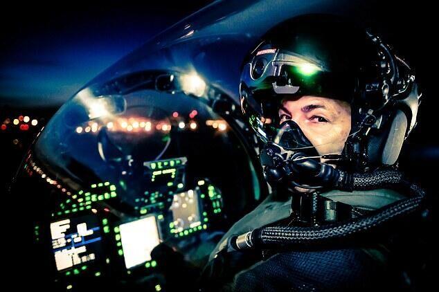 BAE测试高科技Striker Ⅱ头盔 具备夜视功能