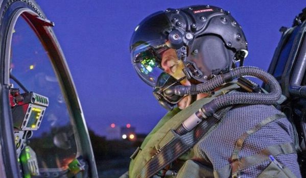 号称最先进战机飞行员头盔搭载全新夜视技术