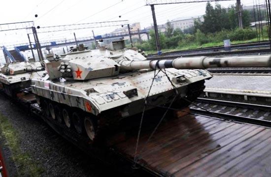 新型96坦克披炫酷迷彩赴俄比武