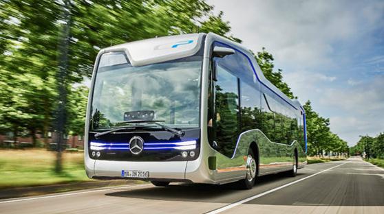 奔驰自动驾驶巴士 未来感十足完成复杂路线测试