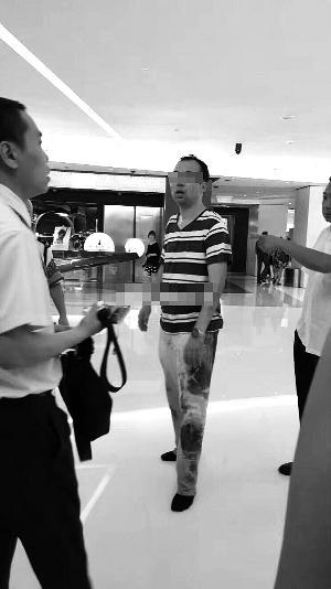北京一男子偷拍多名女性裙底被抓 系清华博士生