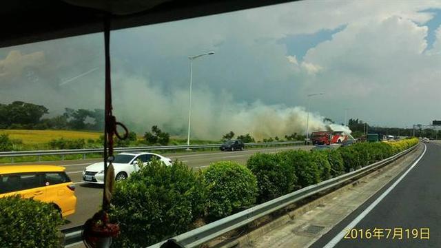 台湾桃园机场附近游览车撞上护栏 多人罹难