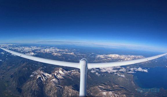 全球首架无引擎滑翔机首飞 借气流在9万英尺飞行