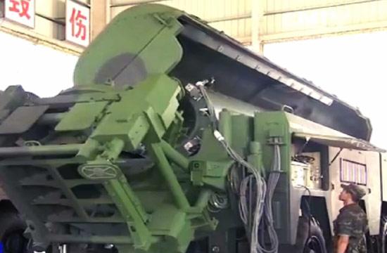 南部战区东风16弹道导弹曝光