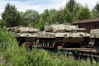 赴俄比武96B坦克抵达莫斯科