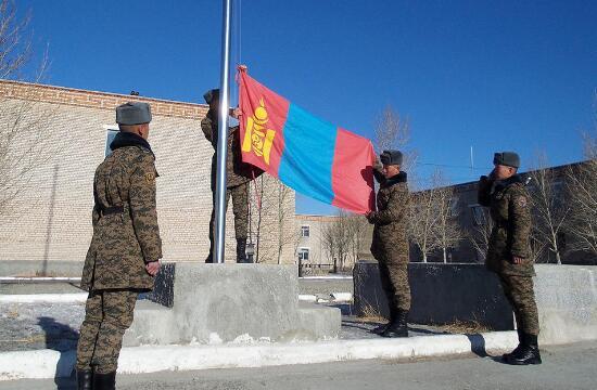 外蒙古军队高调展示美俄武器