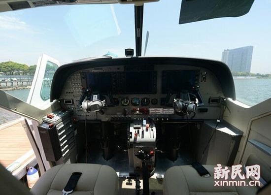 上海金山一水上飞机首航时故障 仍有6人在机舱