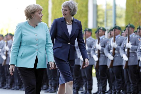 """英国首相特雷莎·梅访德:两个""""铁娘子""""的会晤"""