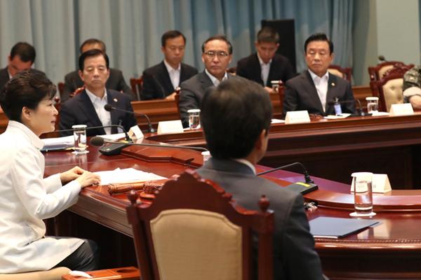 """""""萨德""""部署在韩国遭抗议 朴槿惠称不会因反对而动摇"""