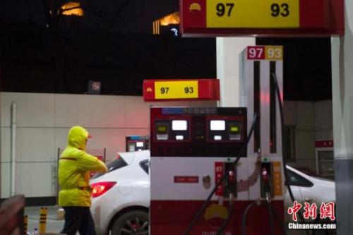 """国内油价今日或年内第二次下调 回归""""5元时代"""""""
