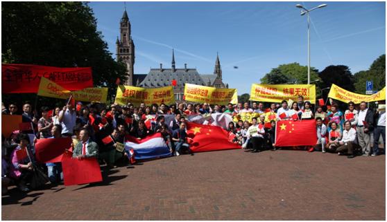近千人集会理性示威 护主权高唱爱国歌曲
