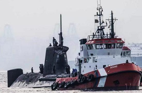 机敏级核潜艇撞商船围壳变形