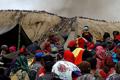 印尼村民祭祀火山