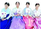 穿着韩服游庆州 体验韩式古生活