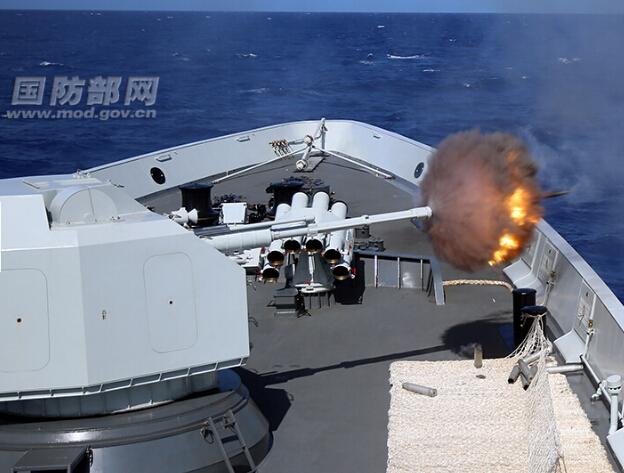 """""""环太""""军演:中国海军舰艇直接将浮体靶击碎"""