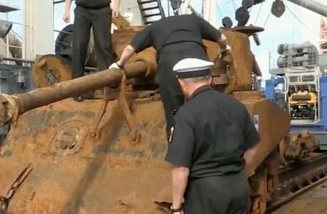 俄打捞二战美军坦克