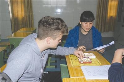 美交换生的中式教育:课多起床早 难交女朋友