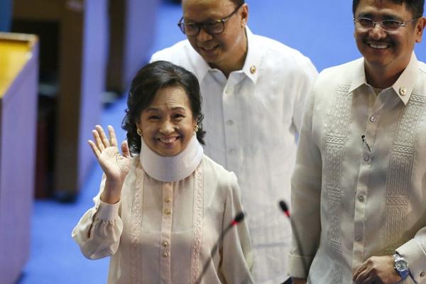 菲律宾前总统阿罗约无罪释放 首次现身国会笑容满面