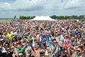 喝啤酒英里跑吸引2000人参赛 纪录保持者失冠