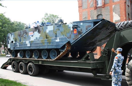 解放军05式两栖步战抵俄参赛