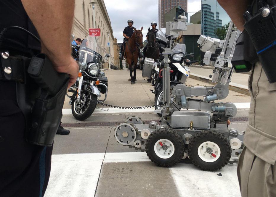 机器人维护世界和平
