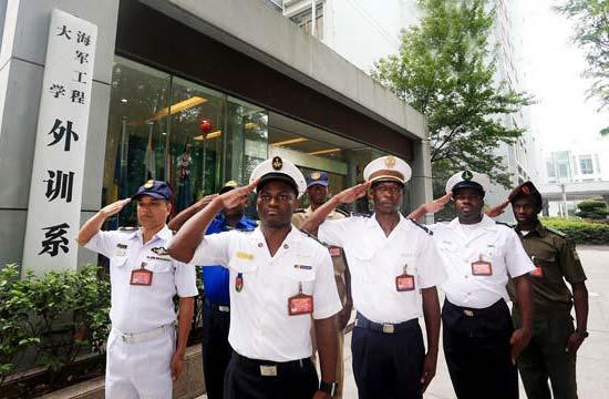 """中国海军学院""""洋学员""""毕业"""