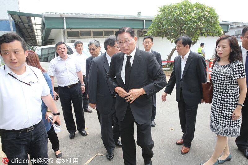 """7·19台湾游览车起火事故""""头七""""法会 马英九到场致祭"""