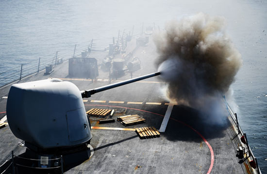 美军宙斯盾舰在中国南海开火