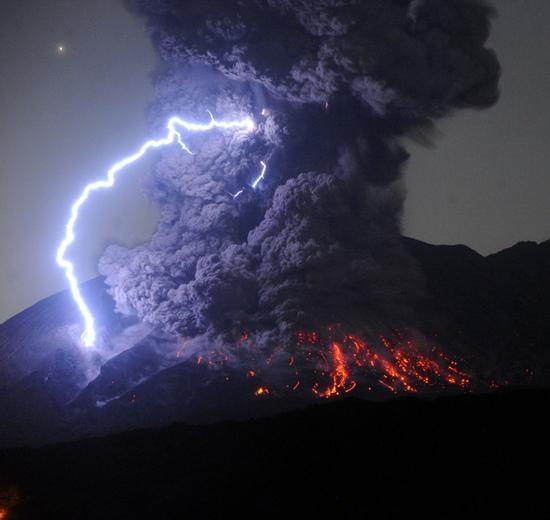 如科幻大片!日本樱岛火山爆炸式喷发