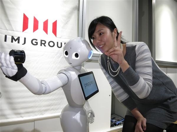 台湾引进日本机器人堂倌:能看懂人类表情