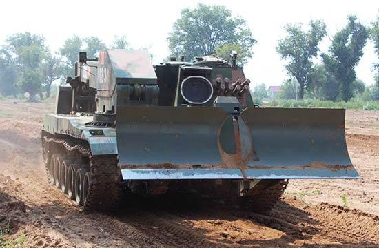 中国工程兵驾奇特装备抵俄参赛