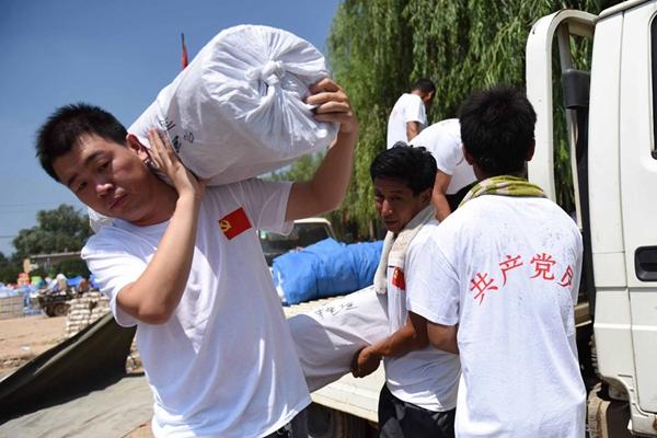 王宝强援助家乡邢台救灾 哥哥帮运送15万元物资