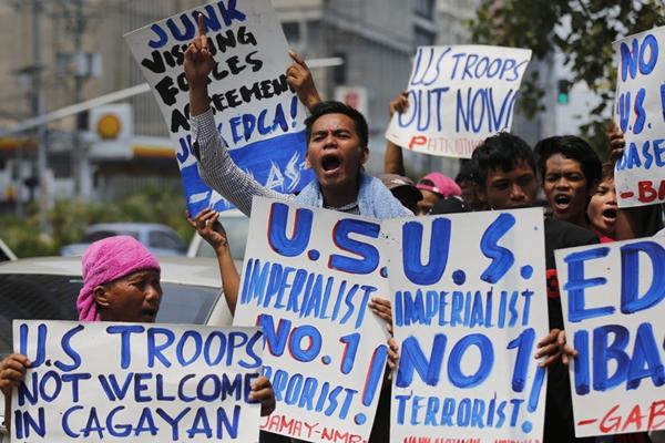"""菲民众抗议克里来访 要求""""美军滚出菲律宾"""""""
