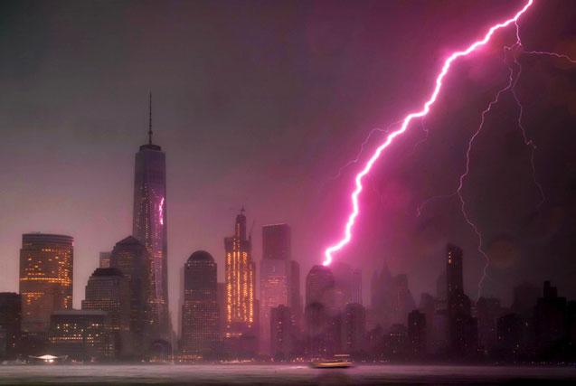 闪电击中美世贸中心 雨过天晴现彩虹
