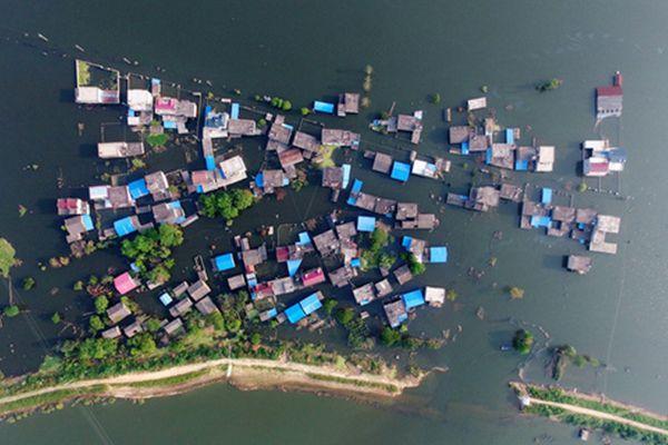 决堤23天 村庄仍是水中孤岛