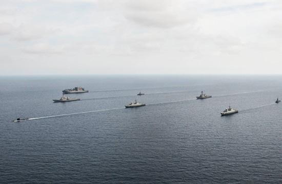 美军在南海与盟友组成强大舰队